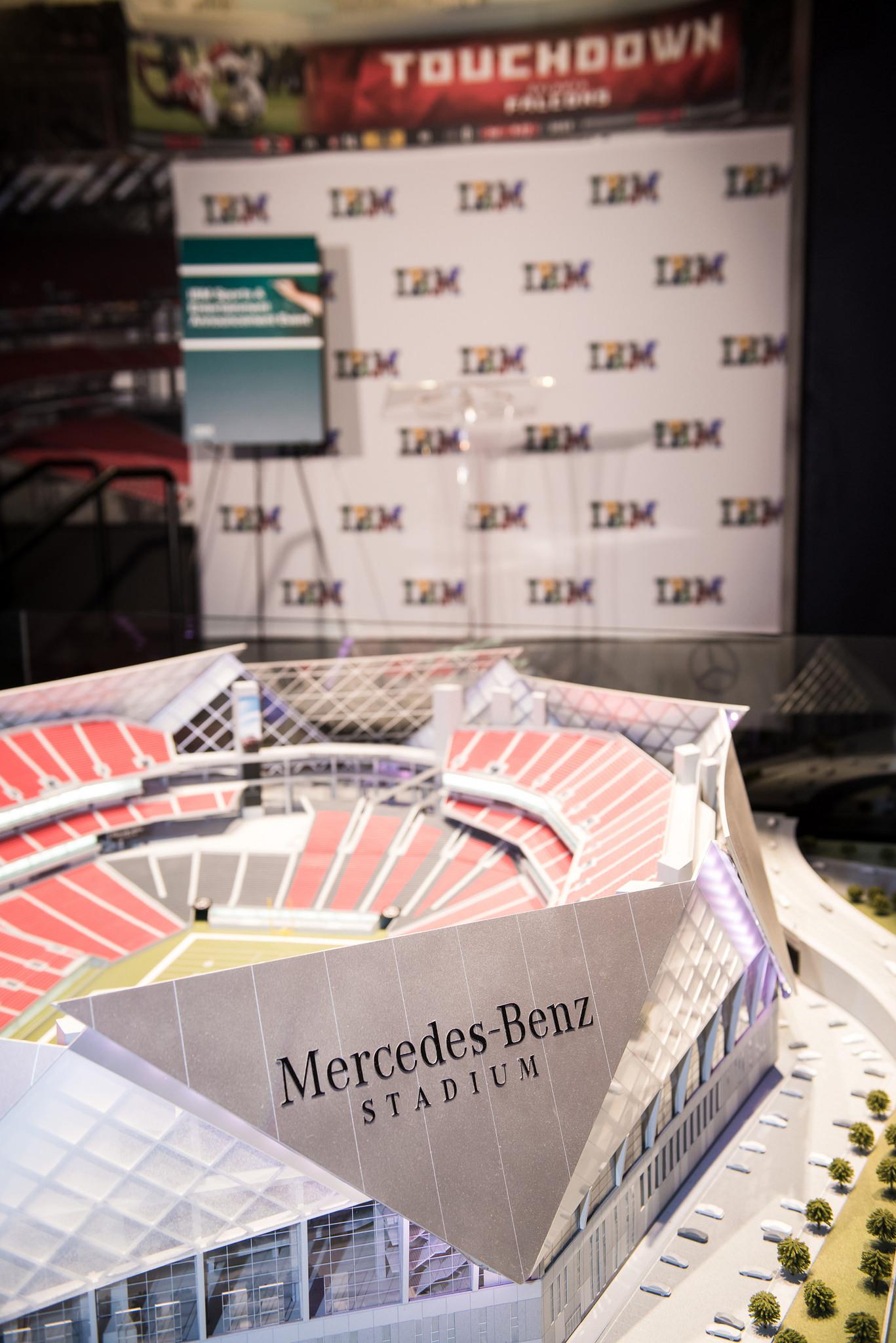 IBM will künftig Stadion-Technologie mit Hilfe eine Konsortiums verschiedener Hersteller anbieten. Das IT-Backend wie Analytics-Lösungen kommen dabei natürlich von IBM. (Bild: IBM)