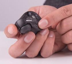 Der durch Ankippen aktivierbare Stift auf der Unterseite der GT Mouse (Bild: Swiftpoint).