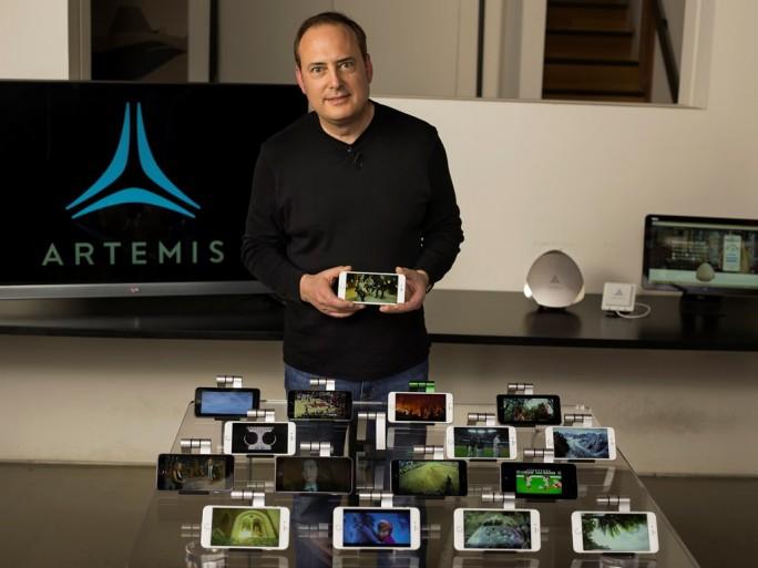 Artemis-CEO Steve Perlman demonstriert die Mobilfunktechnologie pCell. (Bild: Artemis)