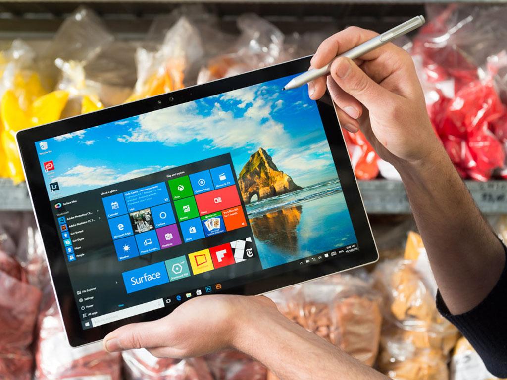 Das Surface Pro 4 soll bei der Display-Qualität vor der des iPad Pro liegen. (Bild: Microsoft).