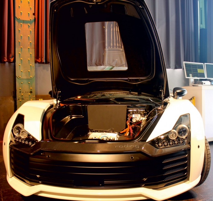 Ein Fahrzeug der Marke Roding wird von Siemens und Fraunhofer mit der Architektur SafeAdapt erweitert, die für Sicherheit in elektrischen Autos sorgen soll. (Bild: Siemens)