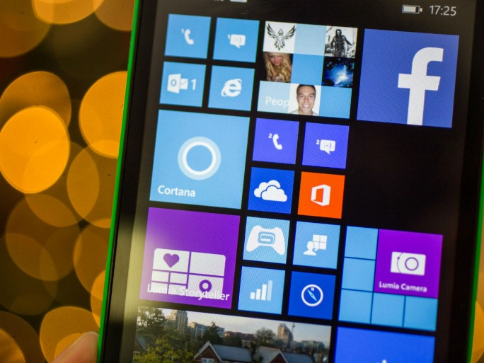 Microsoft arbeitet angeblich an einem Surface Phone mit Windows 10, das im zweiten Halbjahr 2016 erscheinen soll (Bild: Andrew Hoyle/CNET)