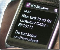 IFS Streams auf einer Android-Smartwatch. Der Hersteller war einer der ersten, die Ein ERP-System mit dieser neuen Geräte-Kategorie verbunden haben. (Bild: IFS)