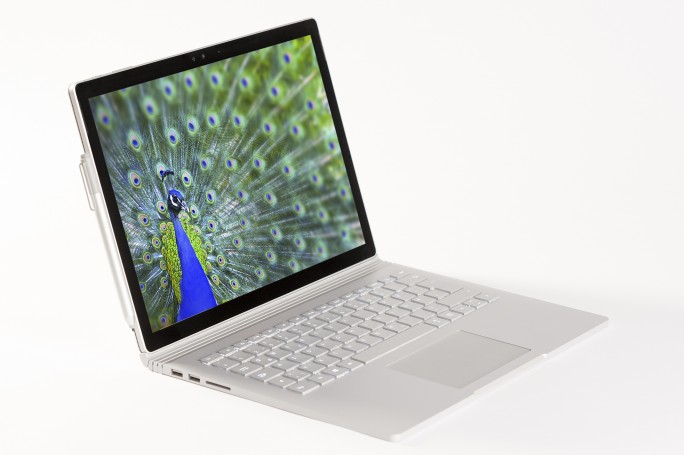 Mit dem Surface Book will Microsoft Apples MacBook Pro Konkurrenz machen (Bild: Microsoft).