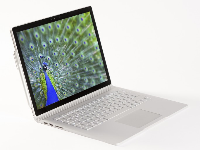 Mit dem Surface Book will Microsoft Apples MacBook Pro Konkurrenz machen (Bild: Microsoft).