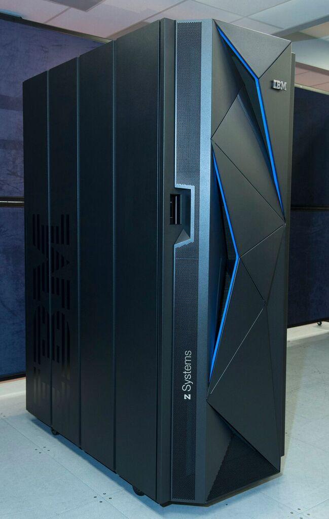 Den Mainframe z13s hat IBM für Hybrid-Cloud-Umgebungen optimiert und auch mit umfangreichen Sicherheitsmaßnahmen ausgestattet. (Bild: IBM)