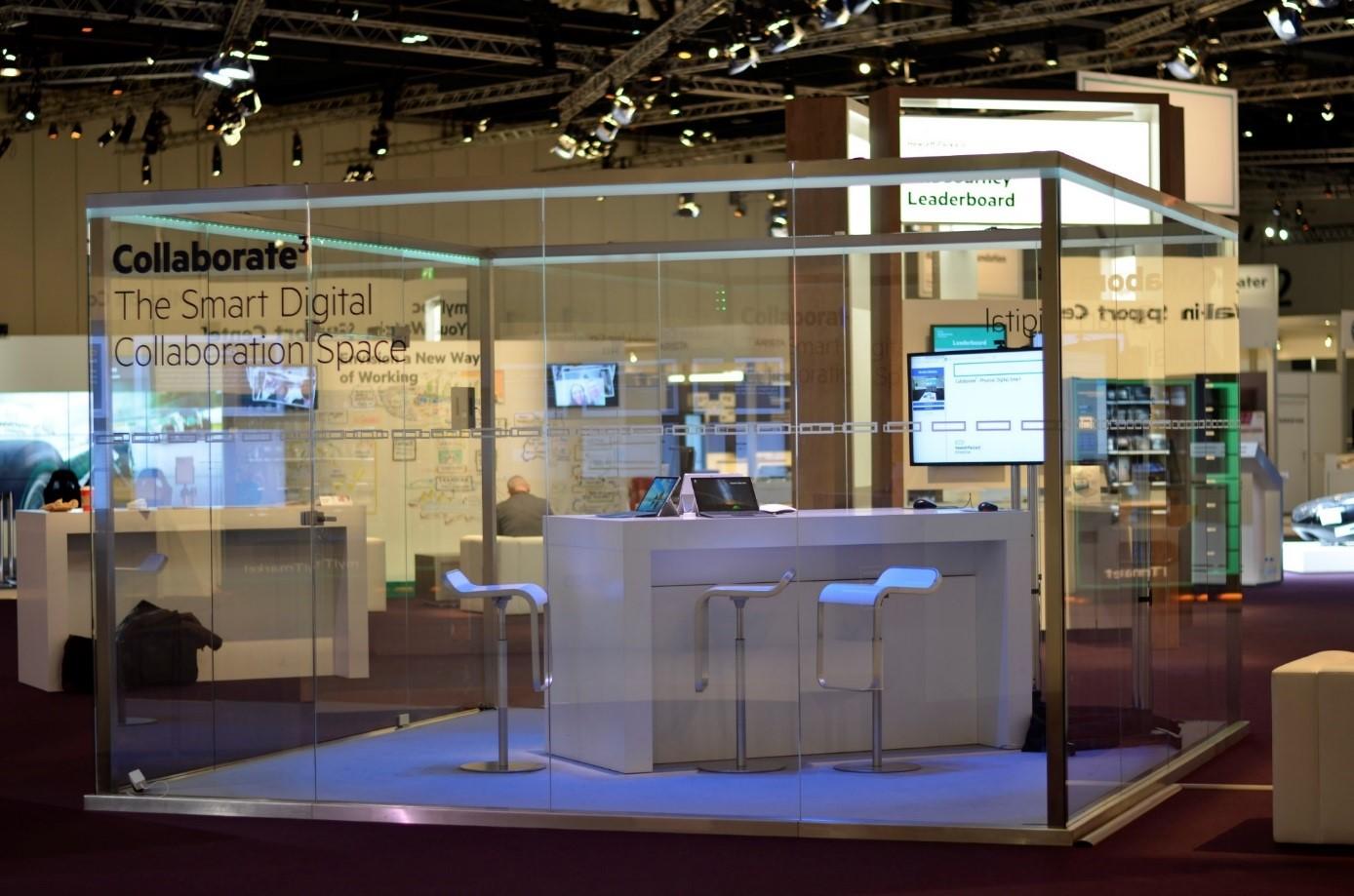 Ein CeBIT-Highlight des ersten Messeauftritts von Hewlett Packard Enterprise nach der HP-Separation ist der automatisierte, gläserne Besprechungsraum CollaborateCube. (Bild: HPE)