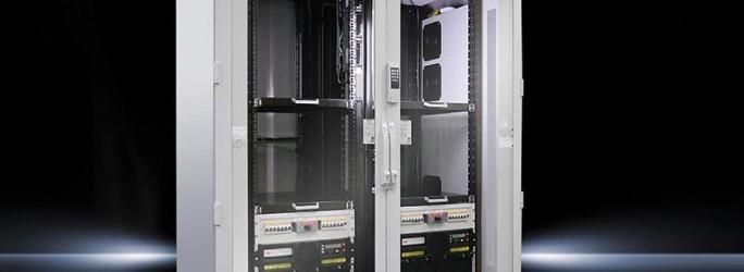 Zu den Besonderheiten der Lösung Rittal SmartPackage zählen die hohe Skalierbarkeit und die hohe Redundanz der Lösung. Die Plattform Smart Package startet mit zwei TS IT-Racks (Bild: Rittal)
