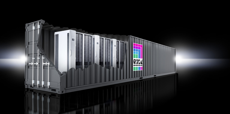 Standard-Komponenten wie Server, Klimatisierung, Stromversorgung oder Netzwerk fasst der Hersteller Rittal in einem Container-Rechenzentrum zusammen. Als Verwaltungsschicht setzt Rittal auf ein vorkonfiguriertes OpenStack. (Bild: Rittal)