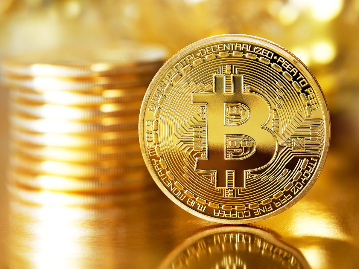 Bitcoin (Bild: Shutterstock/Julia Tsokur