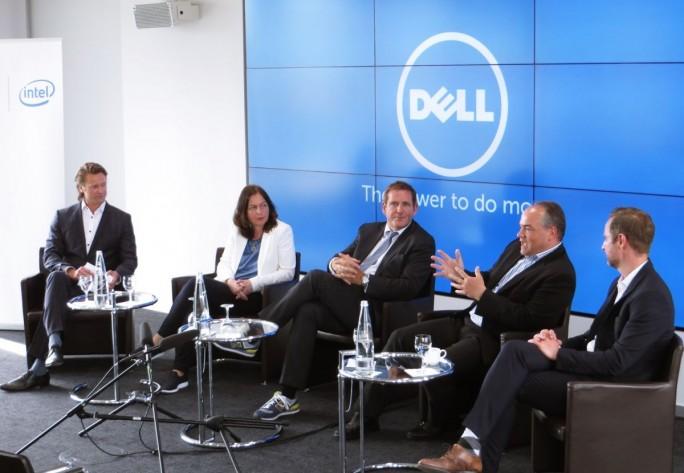 """Die Teilnehmer der Diskussionsrunde """"Mission Mitarbeiter""""  (von links nach rechts): Markus Klups, Svenja Hofert, Edgar Geffroy, Heiner Bruns, Markus Albers (Foto: Mehmet Toprak)."""