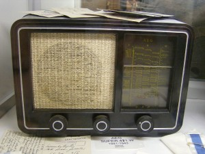Radionutzung (Bild: Peter Marwan/Aufnahme im Radio- ja Puhelinmuseo Petäjävesi)