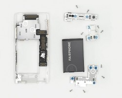 Die Bauteile des Fairphone 2 (Bild: Fairphone)