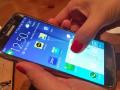 In Samsung Pay hinterlegte Kreditkarten lassen sich auch mit einer Wischgeste aufrufen – ohne dass die App gestartet werden muss (Bild: Cho Mu-hyun/ZDNet.com).