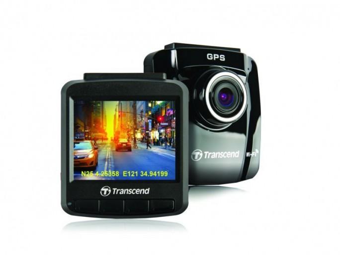 Moderne Dashcam-Modelle wie die DrivePro 220 von Transcend nehmen nur auf, wenn aufgrund der Daten vom Beschleunigungssensor eine Gefahrensituation angenommen wird. Sie erfüllen damit Erwartungen von Juristen weitgehend  (Bild: Transcend).