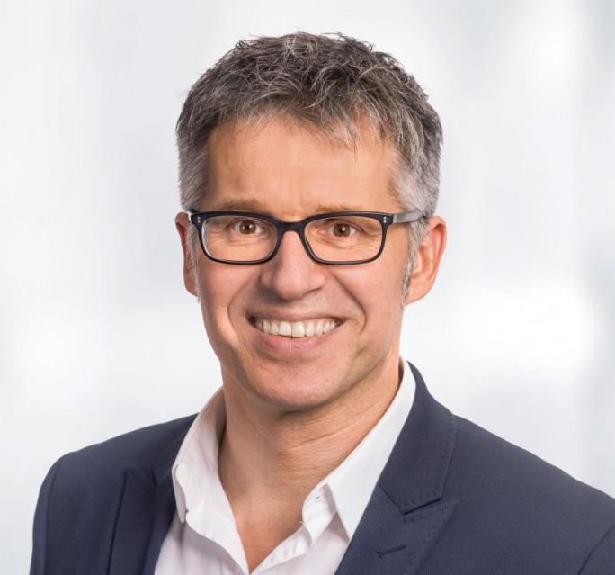 Bitkom-Hauptgeschäftsführer Bernhard Rohleder hatte bereist vor der Verabschiedung des Gesetzes zur Vorratsdatenspeicherung für dei Branche Kosten im mittleren dreistelligen Millionenbereich befürchtet. (Bild: Bitkom)