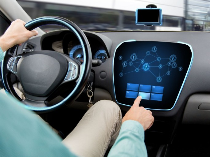 IT im Auto (Bild: Shutterstock.com/Syda Productions)