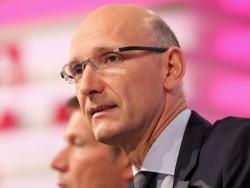 Timotheus Höttges, Chef der Deutschen Telekom, rennt mit seinen Forderungen zumindest bei Eltern und Schülern offfene Türen ein (Bild: DTAG).