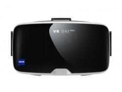 Mit der VR One Plus hat das deutsche Unternehmen Zeiss, Auftragegeber der Umfrage, selbst eien Virtual-Reality-Brille im Angebot. (Bild: Zeiss)