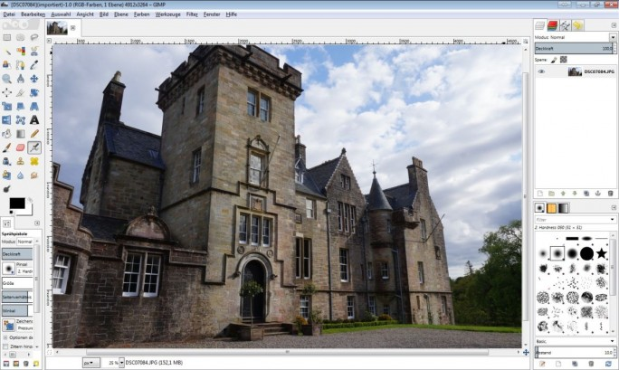 Das Open-Source-Tool GIMP kann in vielen Belangen mit Profilösungen mithalten. (Screenshot: Christian Lanzerath)