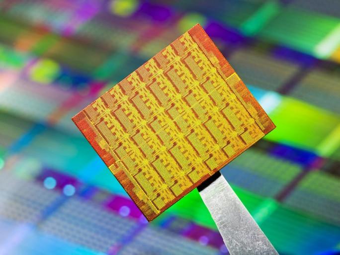In der Zukunft wird es nicht mehr darum gehen, die Chips allesamt besser zu machen und sie dann uniform für die diversesten Anwendungen einzusetzen, man wird vielmerh von den Anwendungen ausgehen und den passenden Chip dazu bauen. (Bild: Intel)