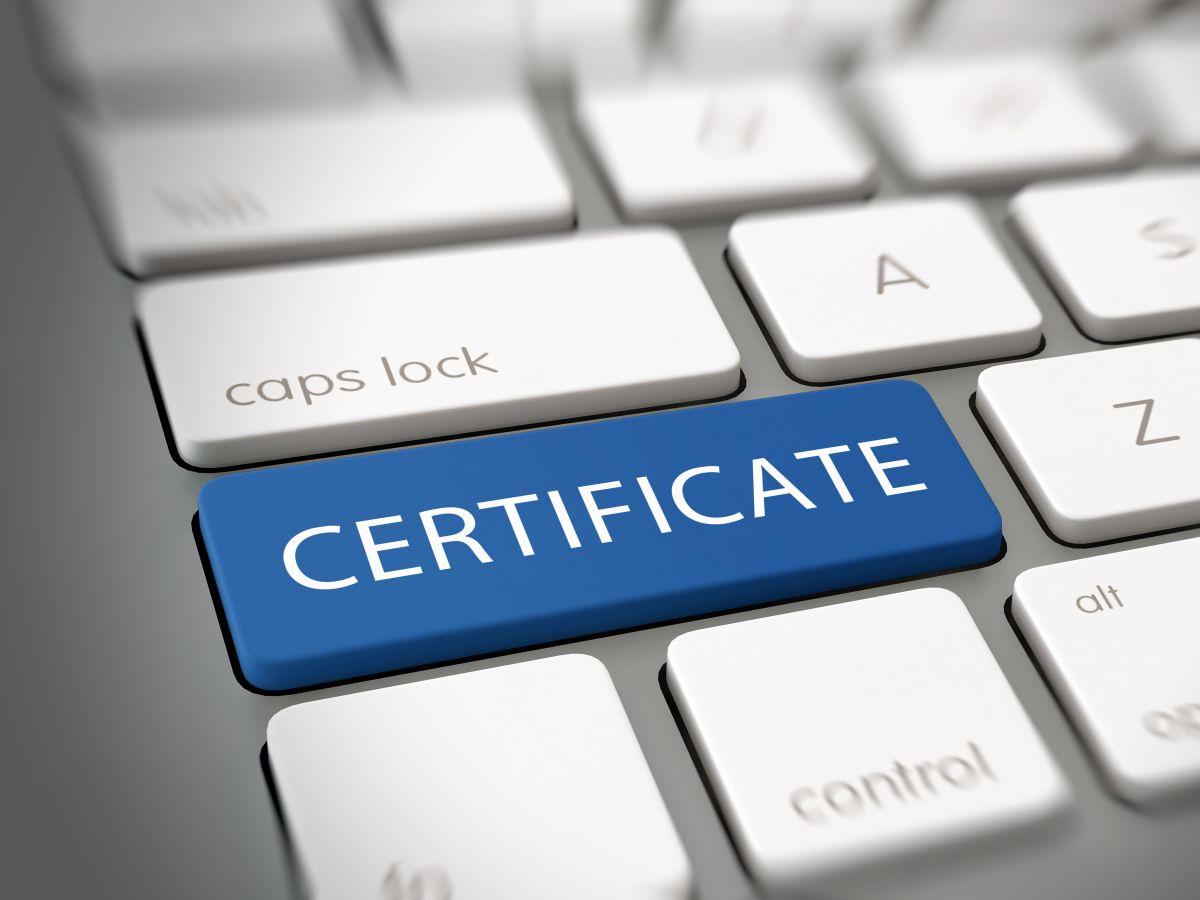 Zertifikate (Bild: Shutterstock/ PlusONE)