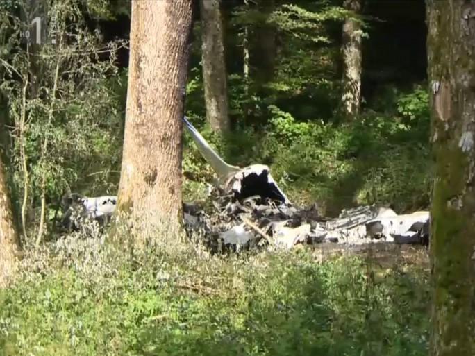 Das slowenische Fersehen zeigte in einem Bericht Bilder der abgestürzten Piper 32 (Screenshot: silicon.de)