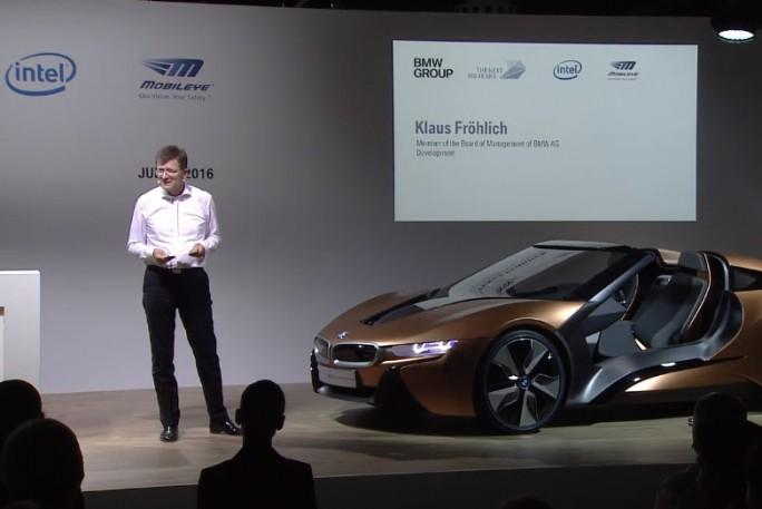 Die Bühne dominierte ein iNext-Prototyp von BMW (Screenshot: ZDNet)