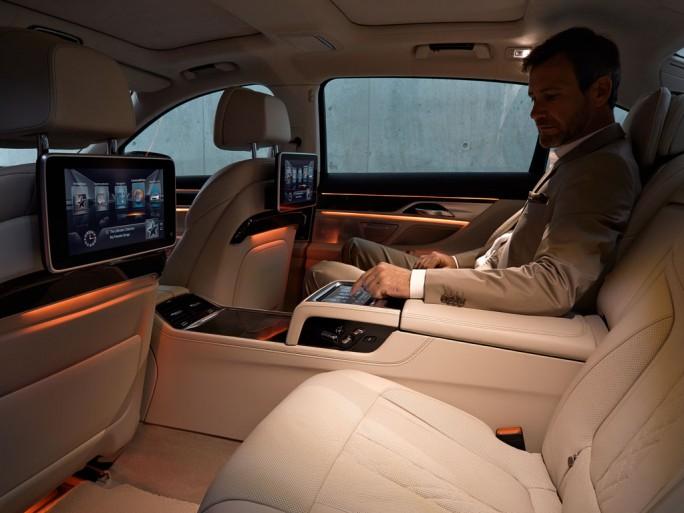 Infotainment: BMW ConnectedDrive bietet neben zahlreichen sicherheitsrelevanten Funktionen auch Unterhaltungsmedien wie Spotify. (Bild: BMW)