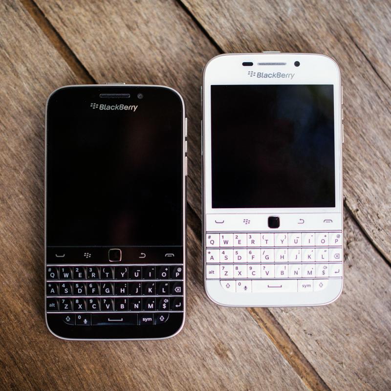 Ende einer Ära: Die klassische BlackBerry-Form soll nicht mehr hergestellt werden. Statt dessen wolle sich das kanadische Unternehmen künftig neuen Entwicklungen verschreiben. (Bild: BlackBerry)