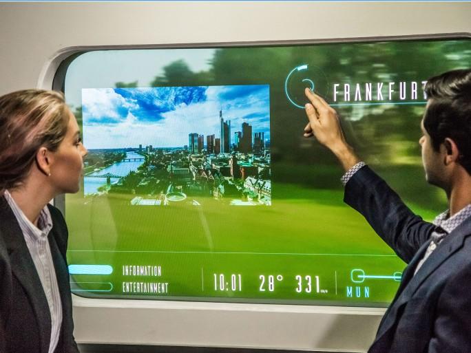 Zunächst soll sich die gemeinsame Entwicklung jedoch auf Augmented Reality-Anwendungen sowie integrierte Services wie zum Beispiel eine Taxi-Bestellung beschränken. (Bild: Hyperloop)