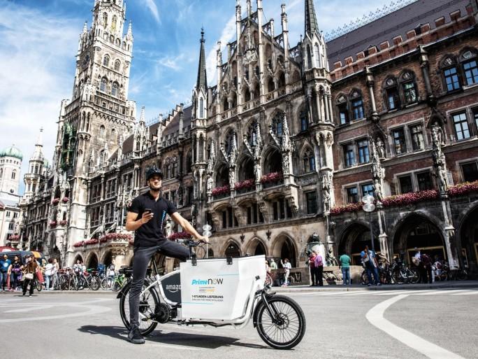 Amazons Lieferpartner setzen in München neben Lieferwägen auch elektronisch angetriebene Lastenfahrräder ein (Bild: Amazon).