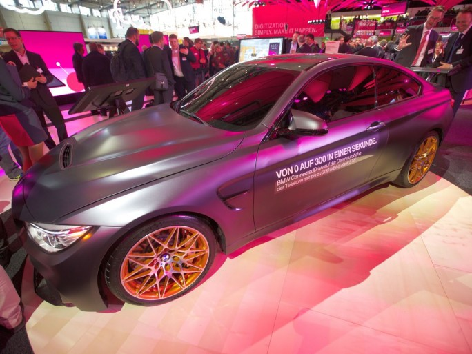 Auif der CeBIT 2016 zeigte die Deutsche Telekom zusammen mit BMW einige aktuelle Angebote sowie einige der Möglichkeiten, die durch Digitalisierung und Vernetzung in der Automobilbranche gerade erst noch  entstehen (Bild. DTAG).
