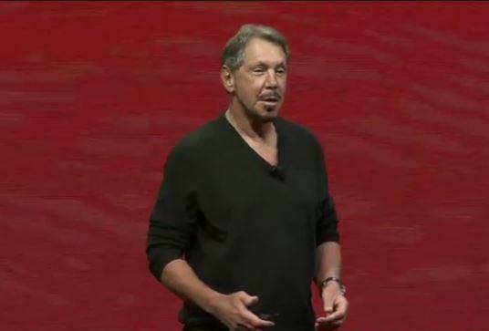 Oracles Executive Chairman Larry Ellison will 101 Prozent Kompatibilität zwischen On-Premise und Cloud-Diensten auch bei Datenbanken. Laut seiner Aussage kann Amazon das mit den eigenen Datebank-Diensten nicht anbieten. Anwender seien gezwungen, Investitionen in On-Premise-Technologien abzuschreiben. (Screenshot: silicon.de)