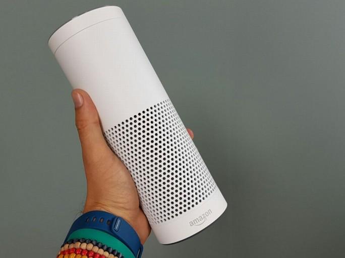 Amazon Echo wird ebenso wie der kleinere Echo Dot in den Gehäusefarben Schwarz und Weiß erhältlich sein (Bild: Übergizmo.de)
