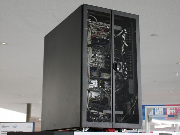 HPE packt sämtliche Komponenten, die für die digitale Fabrik nötig sind, in die Appliance Converged Production Infrastructure zusammen. (Bild: Martin Schindler)