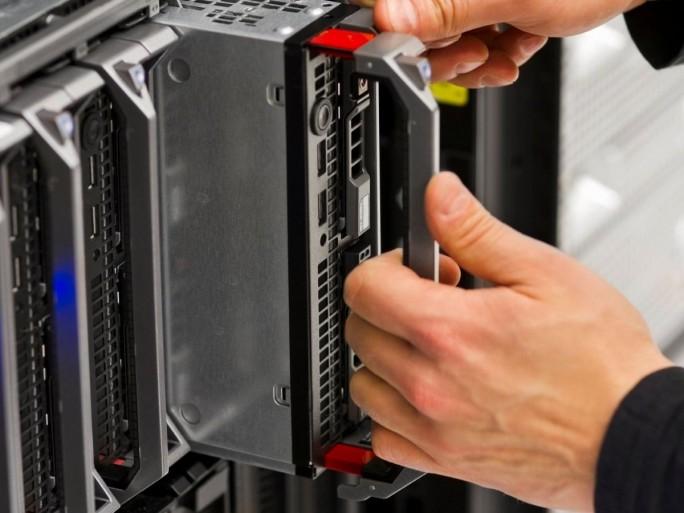 Diese zunehmende Konnektivität von Produkten, Geräten und Maschinen stellt Hochleistungsanforderungen an die bisherige IT-Infrastruktur und Unternehmen damit vor großen Herausforderungen (Bild: PTC)