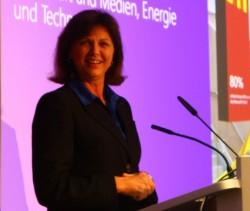 """Bayerns Wirtschaftsministerin Ilse Aigner attestierte Microsoft den """"Gold-Standard bei der Digitalisierung"""" (Bild: silicon.de)"""