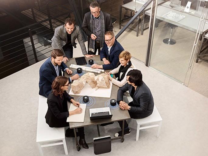 Macht selbst noch in der Chefetage eine gute Figur. Die hochwertige Conferenzing-Lösung macht aus beinahe jedem Raum einen Meeting-Raum. (Bild: Sennheiser)