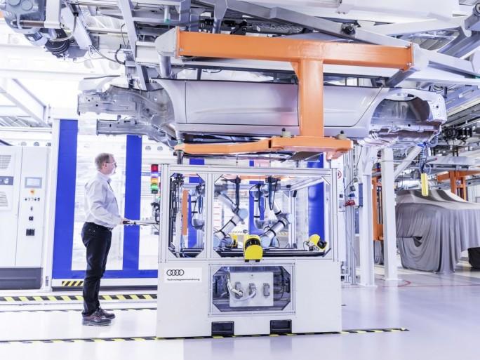 Neue intelligente Fertigungsmethoden bei Autoherstellern wie Audi erfordern auch höhere IT-Kompetenz bei den Mitarbeitern. (Foto: Audi)