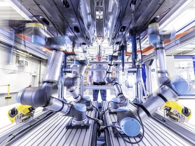 """Mitarbeiter bei Audi werden auch mit Hightech-basierten Lernmethoden fit für die """"Smart Factory"""" gemacht. Für mobile Lerner kommen auch Apple iPads zum Einsatz. (Foto: Audi)"""