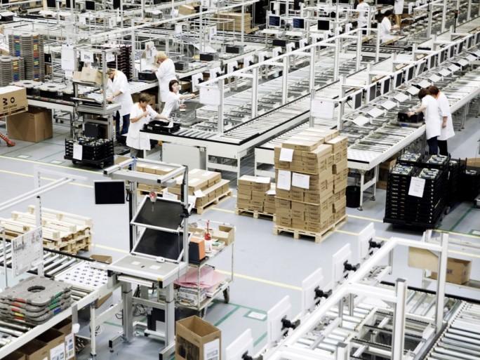 Auch in Zukunft soll es PCs, Notebooks und Workstations von Fujitsu geben. Das Foto zeigt das Werk in Augsburg. (Foto: Fujitsu)