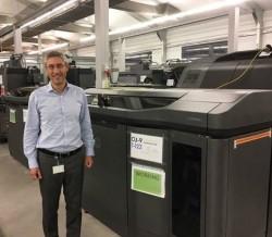 Ramon Pastor, General Manager des HP 3D Geschäfts, neben dem HP Jet Fusion 3D 4200 (Bild: HP Inc.)