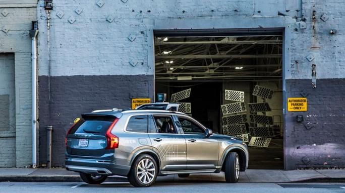 Eines der 16 nun zunächst in die Garage verbannten Uber-Fahrzeuge (Bild:  James Martin/CNET)