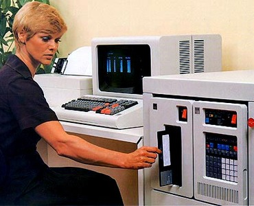 Beim US-Militär auch nach 40 Jahren noch für die Kontrolle über Nuklearwaffen zuständig: die von IBM 1976 im Markt eingeführten Rechner vom Typ  IBM Series/1 (Bild: IBM)