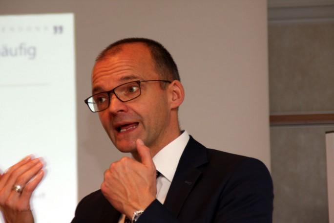 Hartmut Lüerßen, Partner bei Lünendonk: Sicherheit sollte in jedem digitalen Projekt von Anfang an berücksichtigt werden, weil sonst die Gefahr einer Scheingeschwindigkeit drohe. (Bild: M. Schindler)