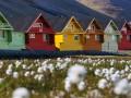 Große Entfernungen und abgelegene Siedlungen - wie hier in Spitzbergen - sind ein guten Argument für IoT-Projekte. Dazu kommt in Norwegen aber der feste politische Vorsatz, die Technologie als Hebel für den ökonomischen Wandel einzusetzen (Bild: Shutterstock)