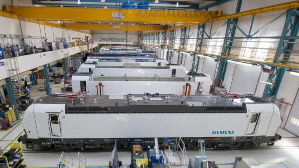 Herstellung und Wartung der Vectron-Lokomotiven im Siemenswerk in Allach. (Bild: Siemens)
