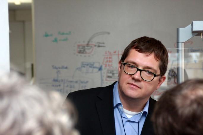 Gerhard Kress leitet das Mobility Data Services Center in Allach. Hier werden vor allem Vorhersagealgorithmen entwickelt, die bei Conditionbased Maintenance der Siemens-Loks zum Einsatz kommen. Bild: Martin Schindler)
