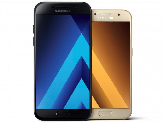 Die beiden neuen Mittelkassegeräte Galaxy A5 und Galaxy A3. (Bild: Samsung)